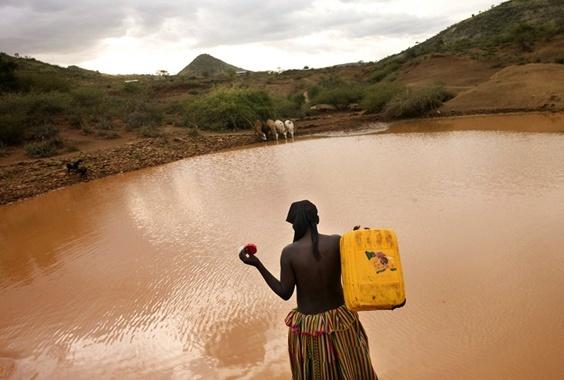 Lynn Johnson: The Burden of Thirst