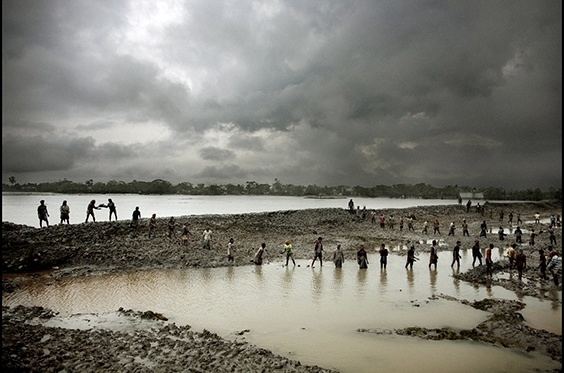 Photo by Espen Rasmussen for 2009 Pictures of the Year International exhibit