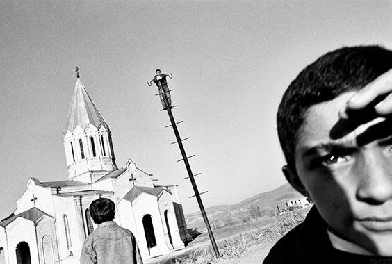 Ara Oshagan: Traces of Identity